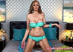 ash-blonde milf Julia Ann thumbs her Pussy in Bed!